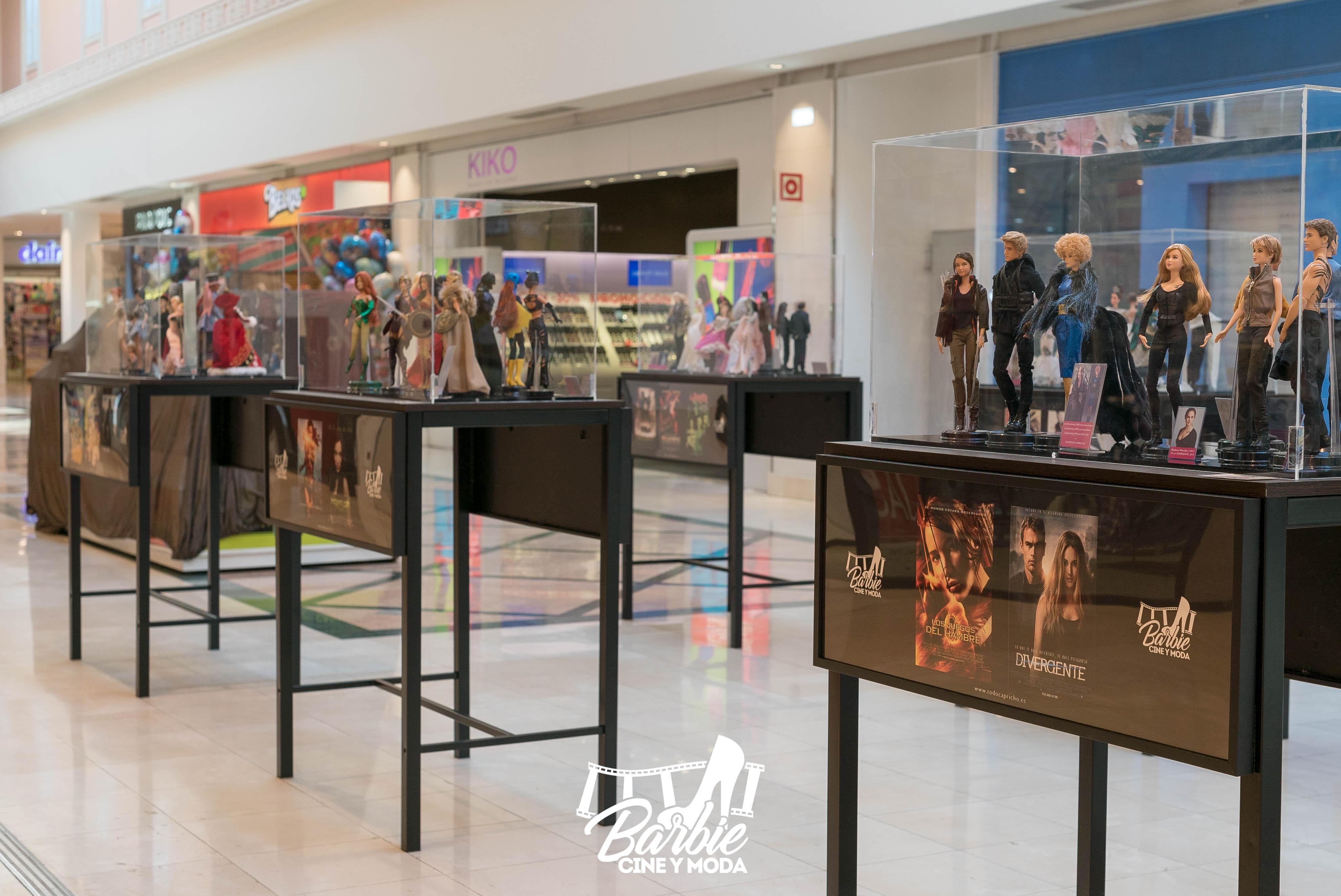 Expositores en el centro comercial Plaza Loranca 2